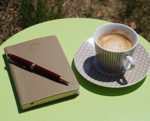trouver inspiration avec un café et son bloc Quo Vadis